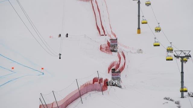 Ein paar Tage vor der Kollision mit einer Seilbahnkamera im Zielraum der Ski-WM 2017 trainierte die Kunstflugstaffel ebenfalls über St. Moritz. (Keystone)