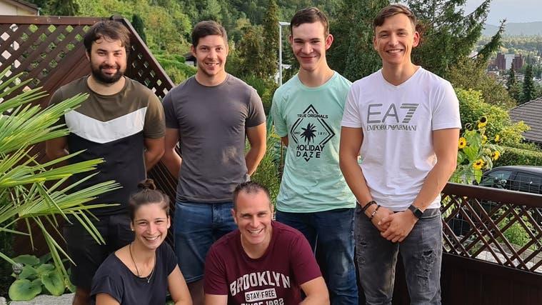 Am Donnerstag wurde der Verein 5 Schlösserlauf gegründet. Hinten, von links: Philipp Weber, Fabio Peterhans, Kilian Schärer und Diano Tempini. Vorne: Jenny Vögeli und Christian Rindlisbacher. (zvg)