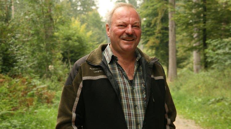 Er kennt den Wald wie seine Westentasche: Wenn Franz Suter vom Wald spricht, ist seine Begeisterung für die Natur spürbar. (Rosmarie Mehlin)