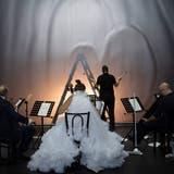 Immer wieder finden die Musikerinnen und Musiker zu Ensemblemomenten zusammen. (Judith Schlosser)