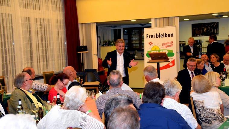«Mehr denn je müssen wir unsere Werte und die unserer Heimat verteidigen»: Marco Chiesa,Präsident der SVP Schweiz amMetzgete-Anlass der SVP Bezirk Bremgarten. (Toni Widmer / Aargauer Zeitung)