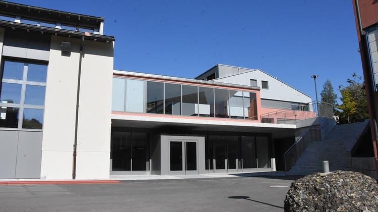 Der Eingangsbereich der Mehrzweckhalle wurde neu gestaltet. (Bild: Urs M. Hemm)