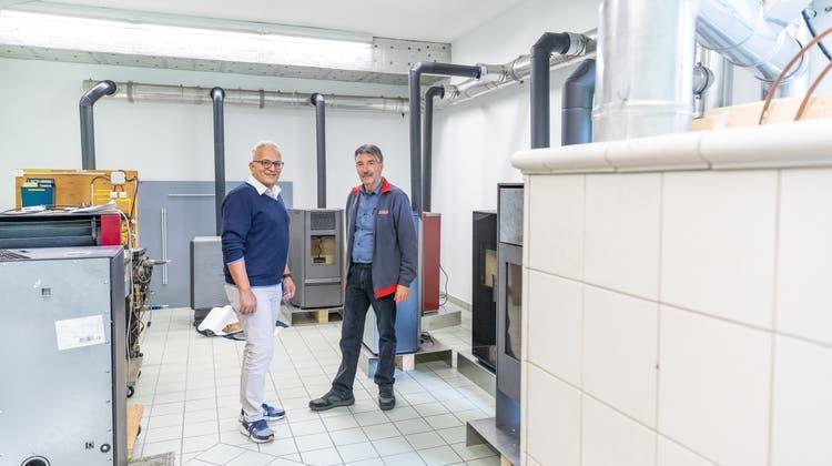 Marcello Zandonà,Geschäftsführer Verband Kaminfeger (l), mit ZentrumsleiterBeat Schmid auf derFroburg. Hier befindet sich das neue Ausbildungszentrum der Branche. (Fabio Baranzini)