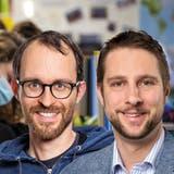 Die beiden Lehrer Jérôme Schwyzer (37, links) aus Suhr und Christof Wittwer (36) aus Erlinsbach SO wollen gegen die Maskenpflicht an der Aargauer Primarschule klagen. (Fabio Baranzini/ ZVG/ Montage AZ)