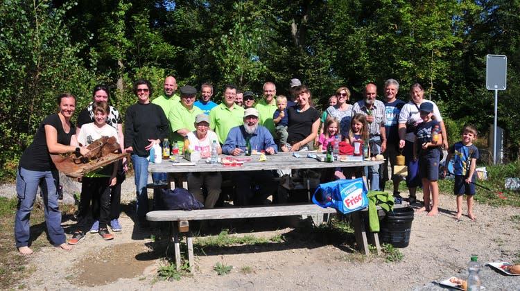 Freiwillige Helfende, die Umweltschutzkommission Winznau und der Verein «Öisi Aare Niedermt» beteiligten sich an der Müllsuche vom Samstag. (zvg)