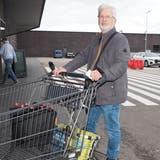 André Peyer aus Obermumpf weiss, dass er trotz neuer Einreisebestimmungen in Deutschland einkaufen darf. (Hans Christof Wagner  / Aargauer Zeitung)