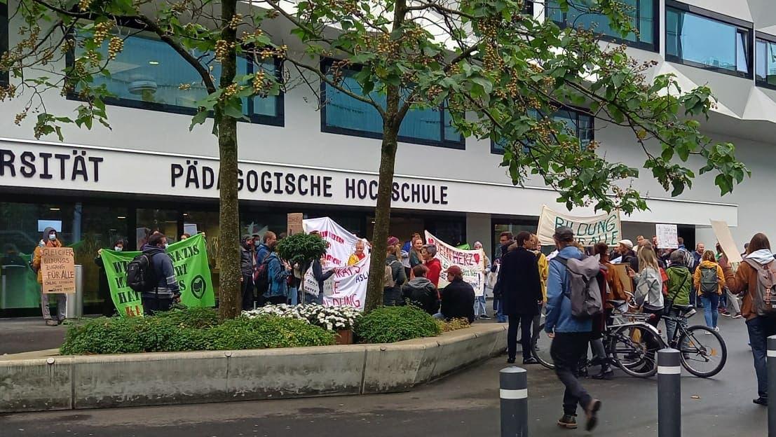 Die Demo vor dem Hauptgebäude in Luzern (Bild: Pascal Studer (Luzern, 20. September 2021))