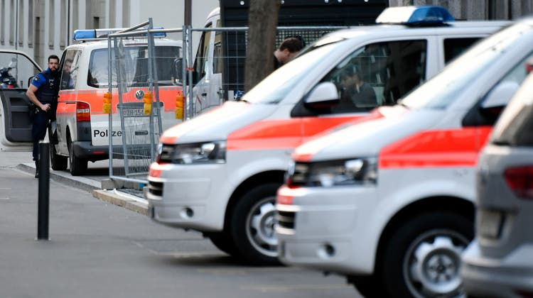 Die Stadtpolizei Zürich konnte am frühen Sonntagmorgen noch am Tatort den mutmasslichen Täter verhaften. (Symbolbild) (Keystone)