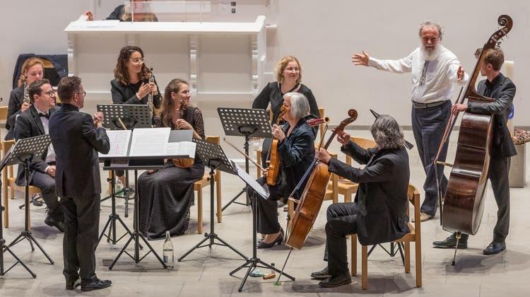 Organist Wolfgang Sieber und das Projektorchester Camerata Instrumentale Thurgau, unter der Leitung Thomas Haubrichs. (Bild: Karl Svec (Amriswil, 19. September 2021))
