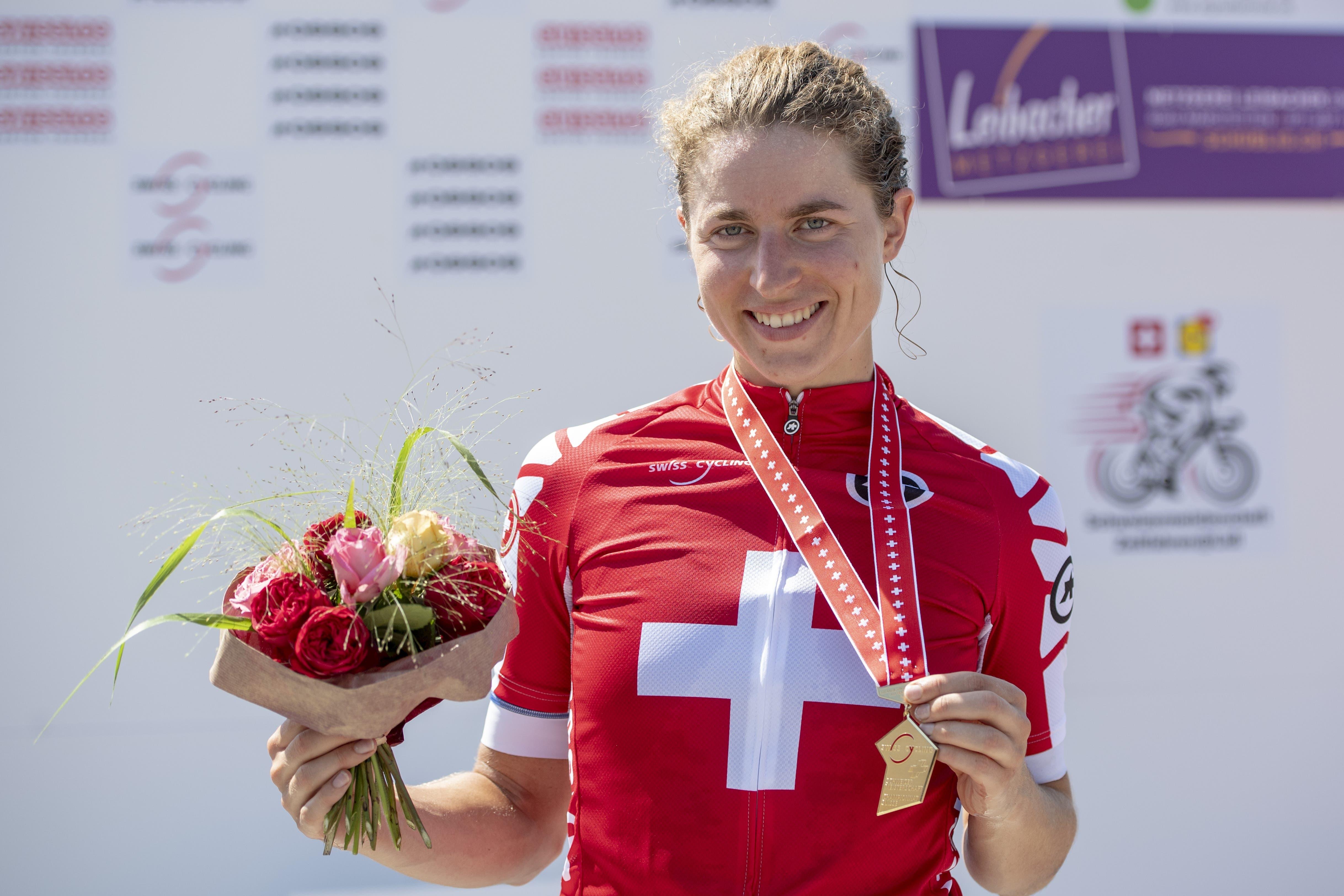 An den Schweizer Meisterschaften 2019 in Weinfelden (TG) räumt Reusser ab: Sie gewinnt das Zeitfahren und das Strassenrennen.
