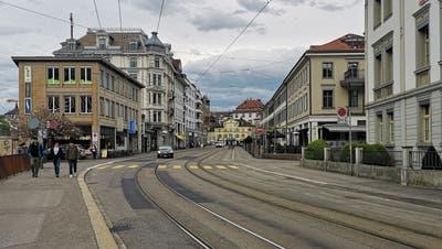 Der Streit, bei dem ein 20-Jähriger am Samstag schwer verletzt wurde, ereignete sich auf der St.Galler Bahnhofstrasse. (Bild: Stadt St.Gallen (11.5.2021))