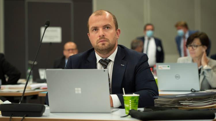 FDP-Neo-Kantonsrat Oskar Seger auf seinem Platz im St.Galler Kantonsparlament. Der Kantonsrat tagt seit Montag in der Olma-Halle. (Bild: Benjamin Manser (20.9.2021))