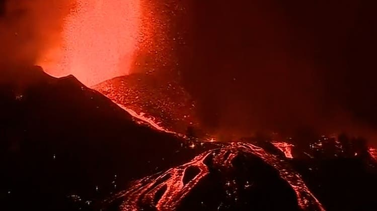 Tausende evakuiert nach Vulkanausbruch auf Kanareninsel La Palma