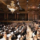 Die Schweiz ist ein guter Boden für Orchester: Säle wurden restauriert (Tonhalle Zürich im Bild mit dem Tonhalle-Orchester), anderswo entstanden gar neue (Aarau und Basel). (Gaetan Bally)