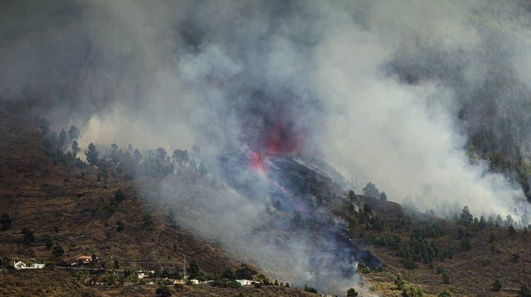Sie spuckt Feuer: Die Gebirgskette Cumbre Vieja auf der Kanaren-Insel La Palma. (Jonathan Rodriguez / AP)