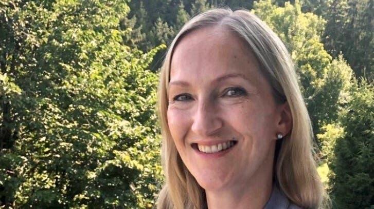 Will ein massvolles Wachstum in der Gemeinde: Rebecca Leiser auf ihrer Terrasse in Boniswil. (Zvg / Aargauer Zeitung)