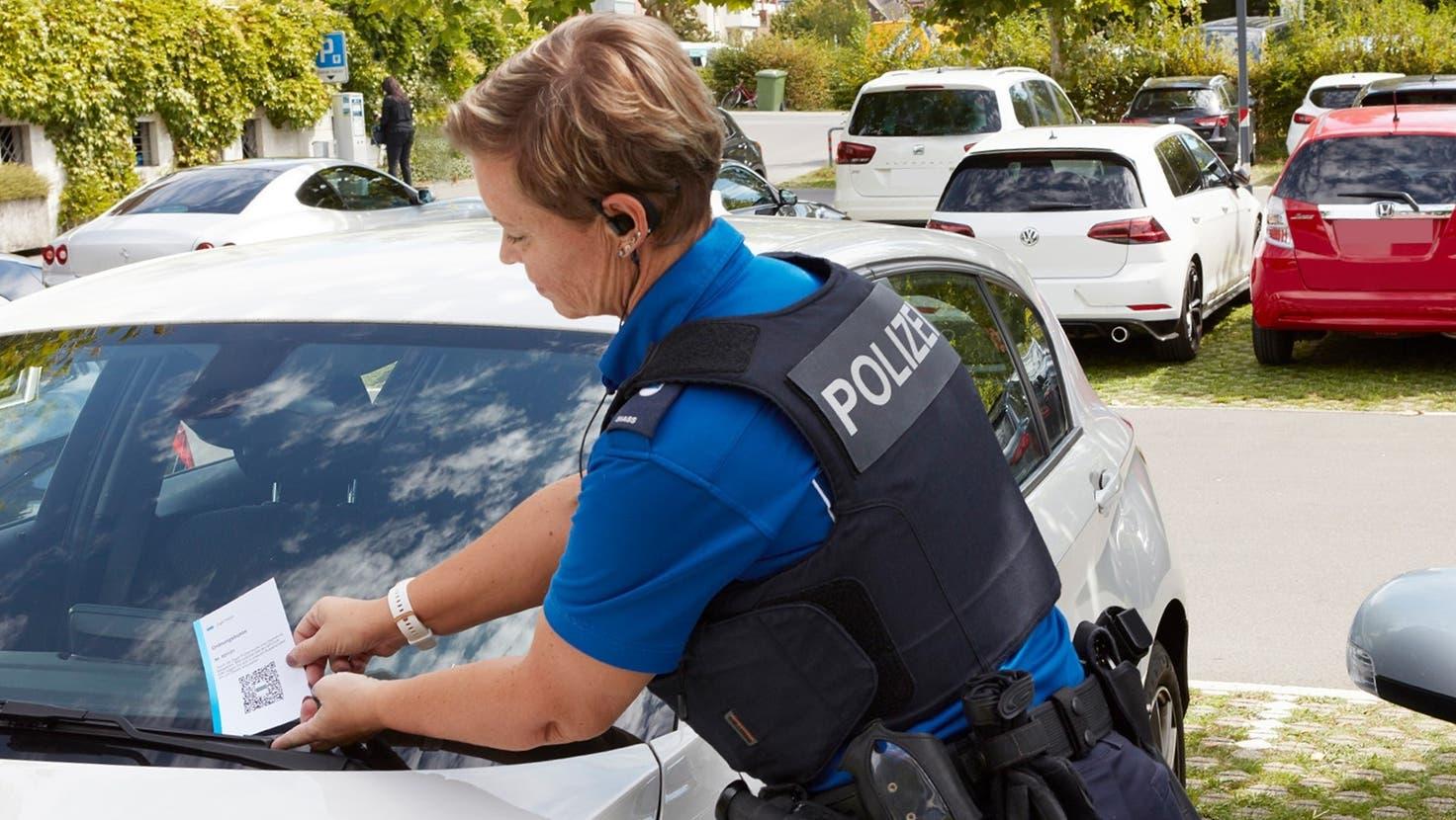 Anstatt eines Einzahlungsscheins werden Fehlbare in Zukunft QR-Codes auf ihren Autoscheiben vorfinden. (Bild:PD)