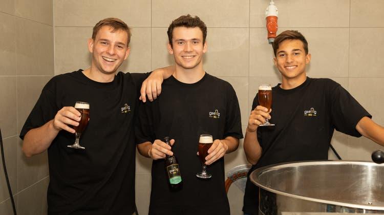 Die Badener Bierliebhaber mit ihrem eigenen Getränk.V.l.n.r.: Severin Ludorf, Cyril Umiker, Matteo De Santis. (Andreas Umiker)