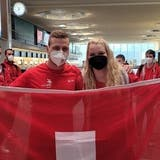 Gipser Adrian Büttler und Malerin Susan Wildermuth am 21. September am Flughafen Zürich kurz vor der Abreise nach Graz. (Zvg)