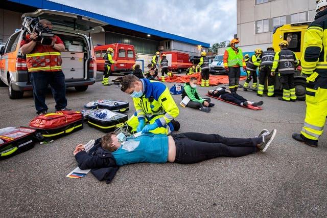 Schwerer Postautounfall mit 20 Verletzten vor dem Martinstobel: Rega, Rettung und Feuerwehr St.Gallen üben Grossereignis