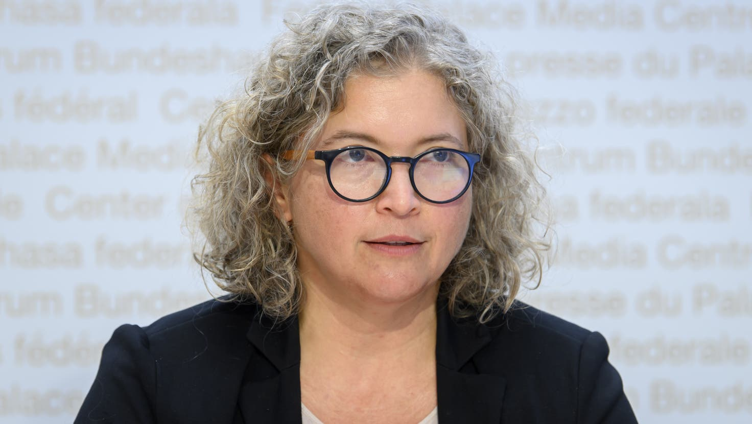 Samia Hurst, Vizepräsidentin der Covid-19 Science Task Force und Bioethikerin an der Uni Genf, spricht am Point de Presse in Bern zu Covid 19. (Anthony Anex / KEYSTONE)