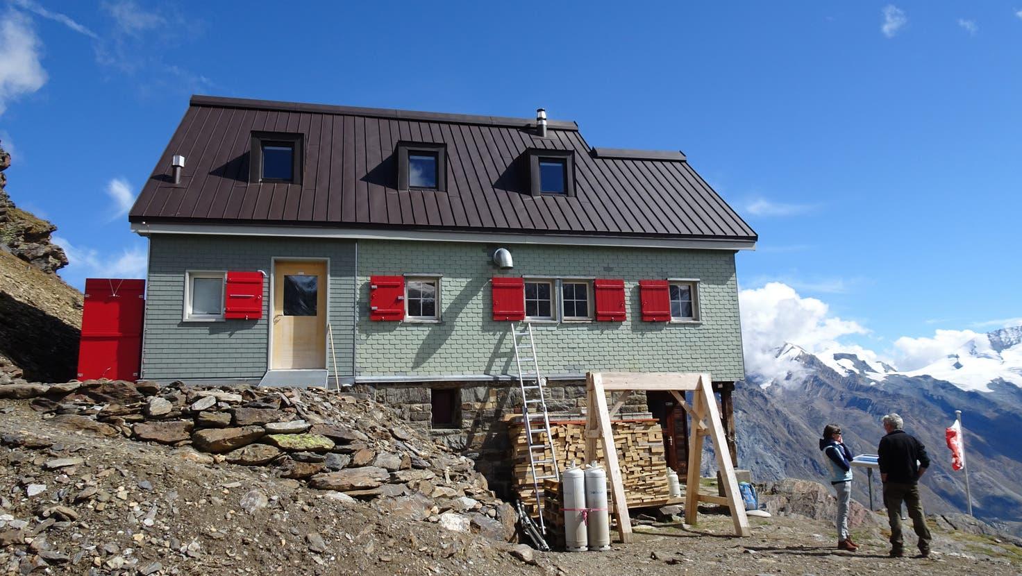 Erstrahlt in frischem Glanze: DieSAC-Weisshornhütte im Walliser Mattertal. (René Fuchs)