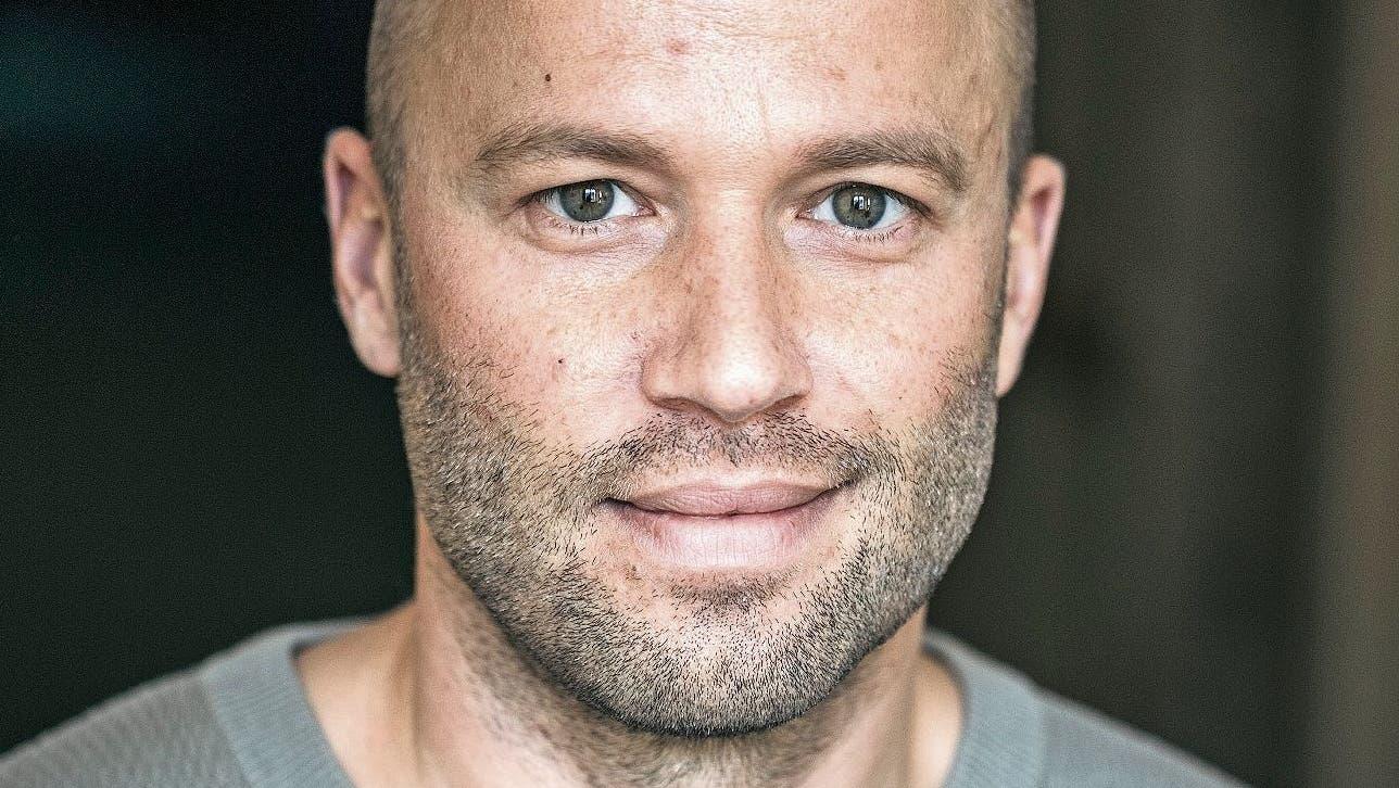 Komiker Jonny Fischer: «Ich brauchte den Applaus früher als Liebesersatz.» (Mirco Rederlechner)