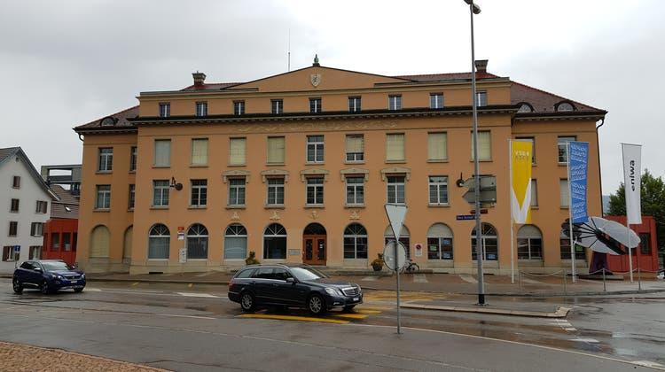 In dieses Gebäude an der Vorderen Vorstadt (ehemals Eniwa-Verwaltungsgebäude) soll das Aarauer Bezirksgericht und weitere Gerichte einziehen. (Nadja Rohner / AAR)
