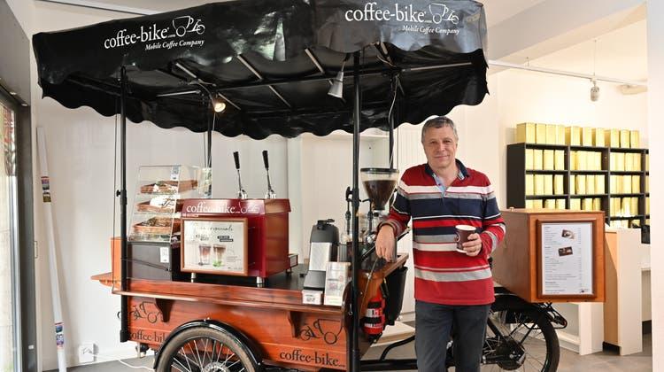 Das Coffee-Bike ist seit vier Jahren ein ständiger Begleiter von Kurt Burkhalter. (Bruno Kissling)