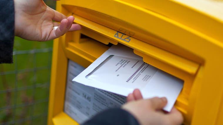 Die Stimmbeteiligung liegt in den Gemeinden, in denen die Wahlen umstritten sind, bei rund 40 Prozent. (Gaetan Bally/Keystone)