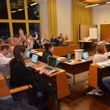 Blick in den Gemeinderatssaal: Die neue Geschäftsordnung wurde einstimmig gutgeheissen. (Fabio Vonarburg)