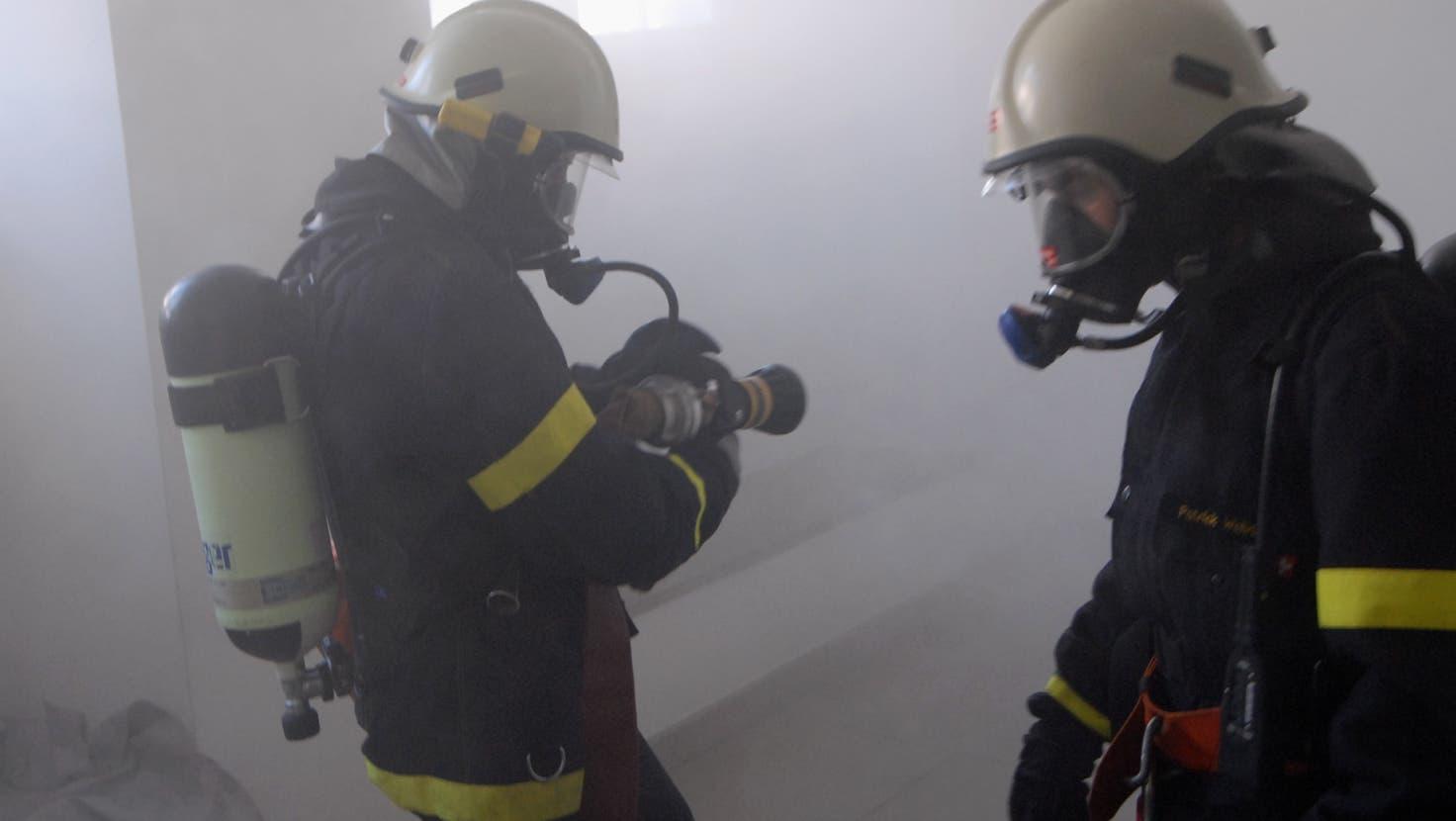 Der Rauch richtete im Schulhaus Margeläcker beträchtlichen Schaden an. (Walter Schwager)