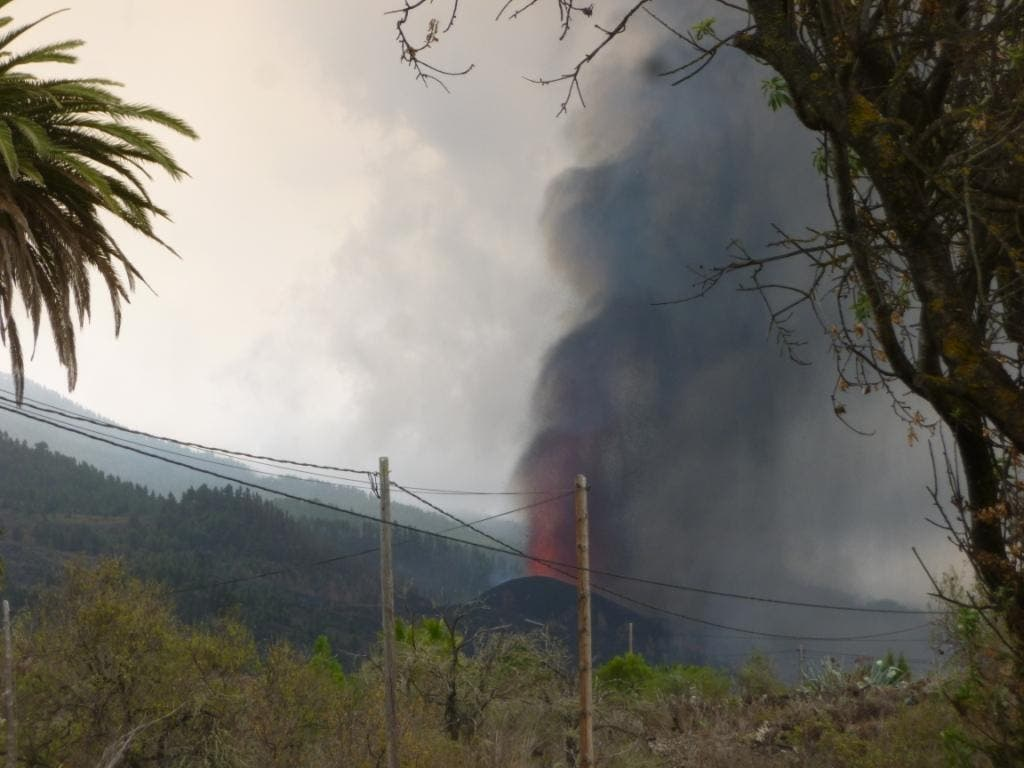 Herbert und Vevi Eppelsheimer haben die Auswirkungen des Vulkanausbruchs von ihrem Zuhause aus beobachten können. Das Bild stammt vom Montag nach dem Ausbruch.