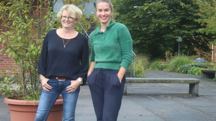Die Programmverantwortlichen Corinne Maier (links) und Sandra Sieber freuen sich auf die neue Theatersaison. (André Weyermann)