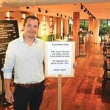 Thomas Meyer vom «Pluspunkt» in Brunnen und sein Team kontrollieren das Covid-Zertifikat von jedem Gast, wenn er das Restaurant betritt. (Bild:Christoph Clavadetscher)