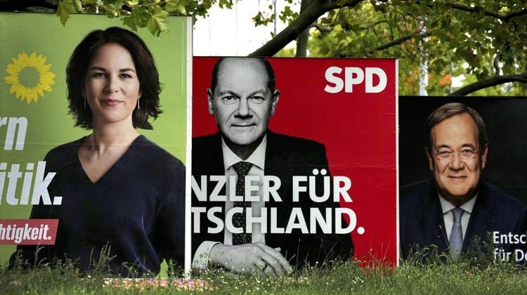 Farbenspiele in Grün. Rot und Schwarz: Wie wird die Koalition nach der Wahl aussehen? (Michael Sohn / AP)