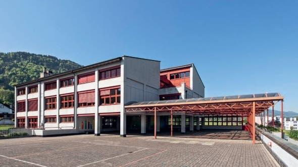 Die Turnhalle Gutenbrunnen in Schübelbach (Bild: PD)