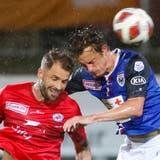 Heute Abend treffen der FC Winterthur (links Buess) und der FC Aarau (Bergsma) im Spitzenspiel der Challenge League aufeinander. (Alex Spichale)