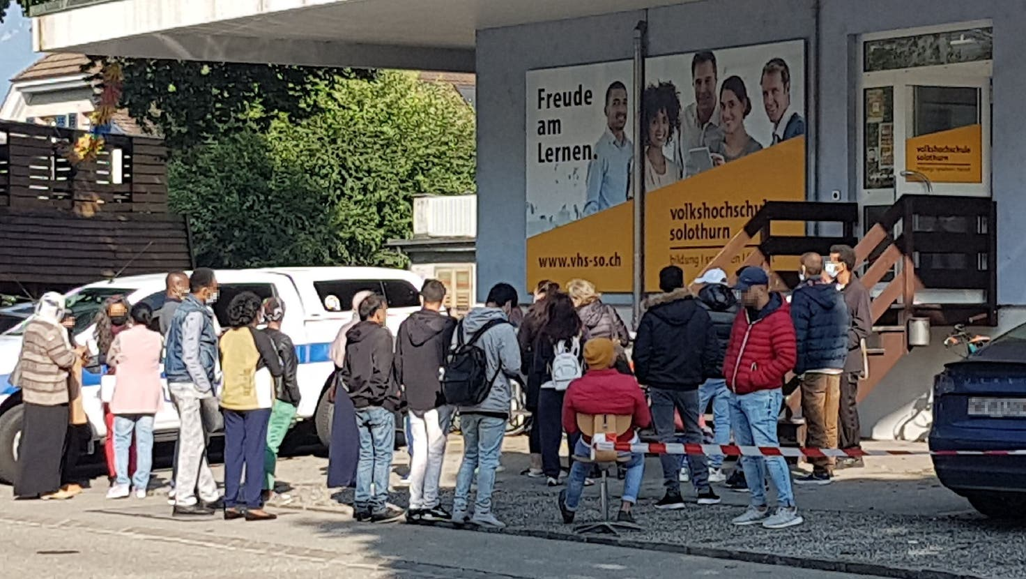 Für eine kurze Zeit bildete sich vor der Volkshochschule Solothurn eine Schlange. (zvg)