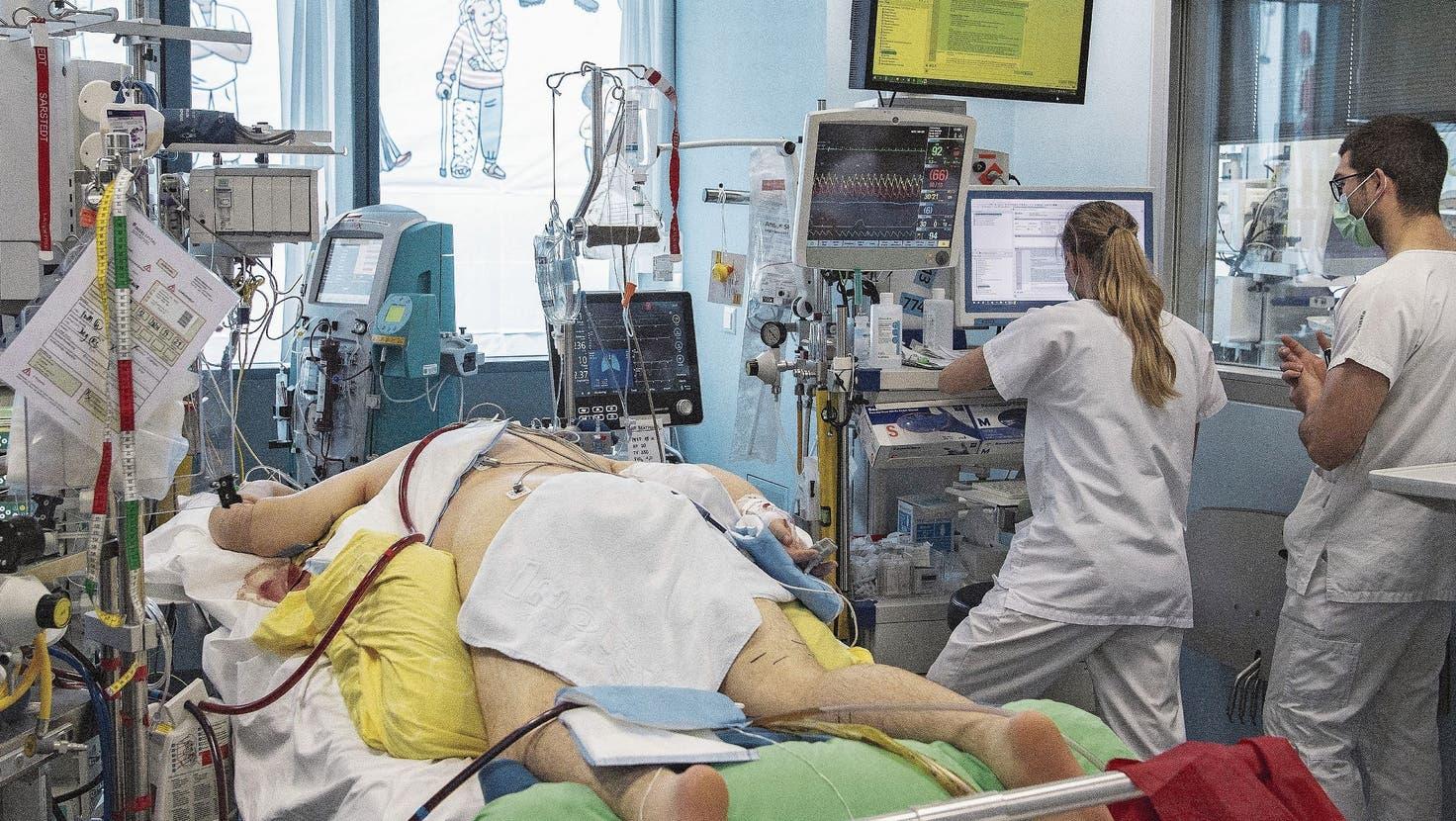 Faktencheck: Gibt es wirklich weniger Spitalbetten? Und was ist mit den Langzeitfolgen?