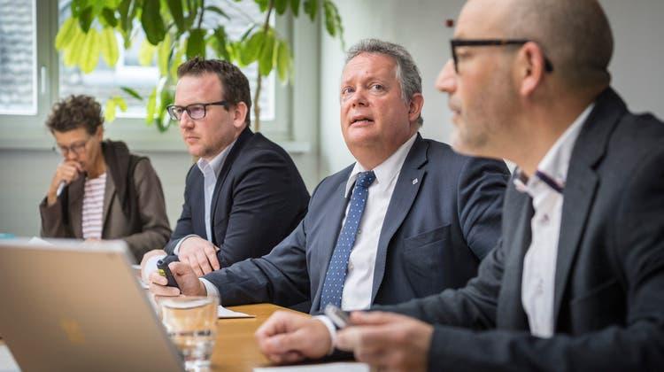 Stadtpräsident Thomas Niederberger und Finanzchef Thomas Knupp. (Bild: Andrea Stalder)
