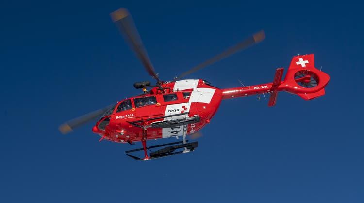 Bei der Such- und Bergungsaktion war auchein Helikopter der Rega beteiligt. (Symbolbild: Keystone)