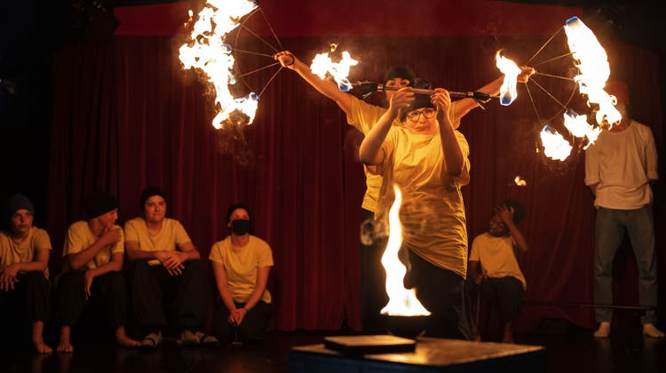 Der Theaterzirkus Wunderplunder war zu Gast im ZKSK und probte mit den Schülerinnen und Schülern eine Vorführung ein. (Hanspeter Bärtschi)