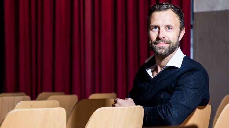 Der Urnäscher Schauspieler Philipp Langenegger ist neu auch Talkmaster. (Bild: Mareycke Frehner)