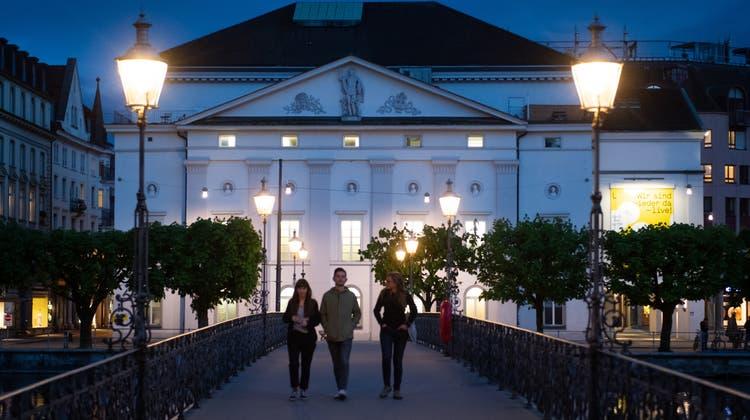 Soll einem zeitgemässen und für die breite Öffentlichkeit zugänglichen Neubau weichen: Das Luzerner Theater. (Bild: Boris Bürgisser (Luzern, 10. Mai 2021))