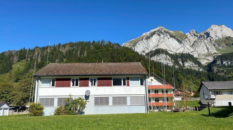 Eine umstrittene Liegenschaft wechselt den Besitzer: Der Hauptsitz der Bionarc-Genossenschaft in Wildhaus wurde zwangsversteigert. (Bild: Noemi Heule)
