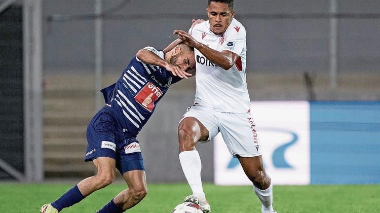 FCL-Aussenangreifer Varol Tasar, hier gegen Sions Cleilton Itaitinga, sucht wie Mitspieler noch seine Vorjahres-Form. (Bild: Martin Meienberger/Freshfocus (Sion, 23. September 2021))