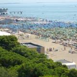 Strandleben an der Adria. (Bild: Walter Schwager)