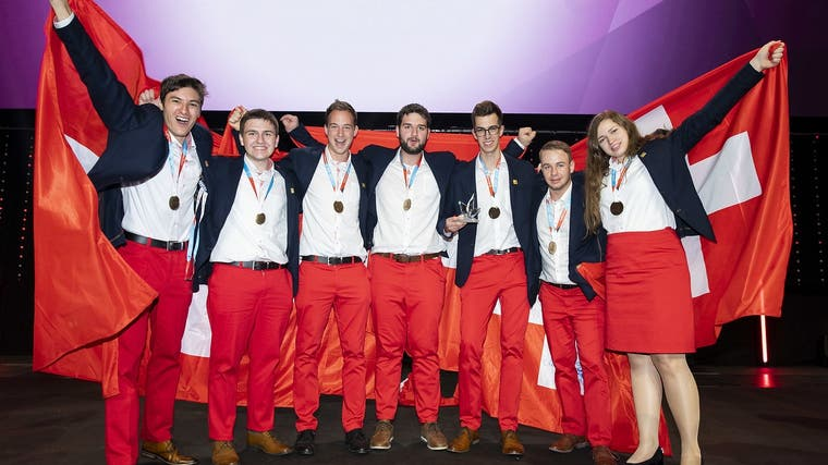 Die Schweizer Goldmedaillengewinner posieren gemeinsam bei der Schlussfeier in Graz. (Bild: PD)