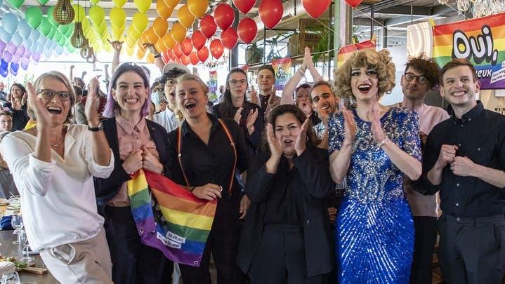 99 Prozent-Initiative scheitert am Ständemehr ++ Hochrechnung: «Ehe für alle» wird klar angenommen ++ Freiburg: Erstmals zwei Frauen im Ständerat